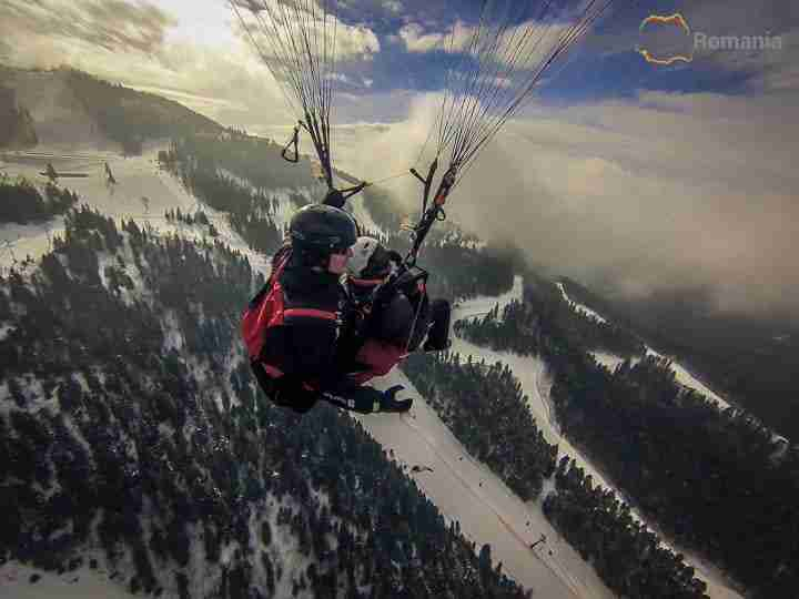Paragliding Postavaru Mountain