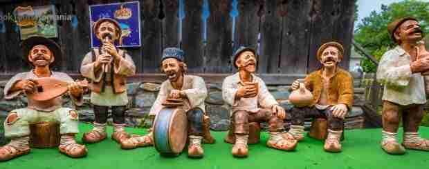 Pot figures representing Romanian peasants